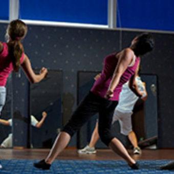 Primavera Jastrzębia Góra ćwiczenia grupowe na sali gimnastycznej